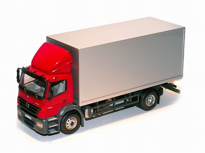 Mercedes_benz_atego_1833_(minichamps)_original