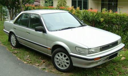 Nissan_bluebird_1992_original