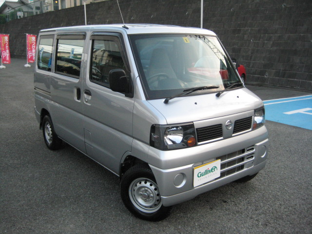 Nissan_clipper_van_original